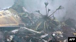 На борту самолета находились 166 человек, в том числе шесть членов экипажа. Восемь из них спасены