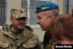 Командир «Грін» – Вадим Ваврищук, позивний «Грін» (праворуч), капітан 122-го окремого аеромобільного батальйону