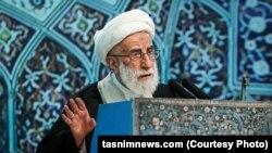 احمد جنتی مدعی شده که غربیها در صدد ضربه زدن به نظام اسلامی هستند.
