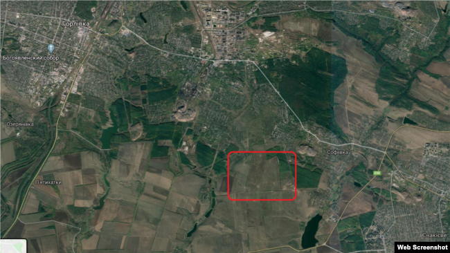 Расположение полигона (выделено красным) в привязке к городам Горловка и Енакиево