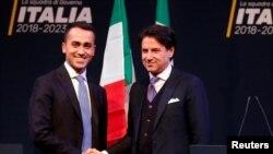 """Лидер """"Движения 5 звезд"""" Ди Майо (слева) и Джузеппе Конте перед парламентскими выборами. Рим, 1 марта 2018 года."""