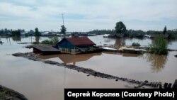 Затопленные дома в поселке Шумский, июнь 2109