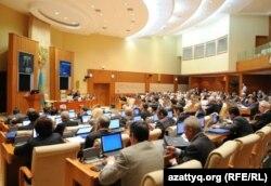 Идет заседание мажилиса парламента. Астана, 26 октября 2011 года.