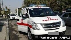 Машина скорой помощи в таджикской столице.