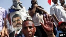 Сторонник свергнутого президента Мурси на митинге в Каире. 5 июля 2013 г.