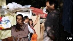 In așteptarea repatrierii: romi în tabăra de la Evry, în apropiere de