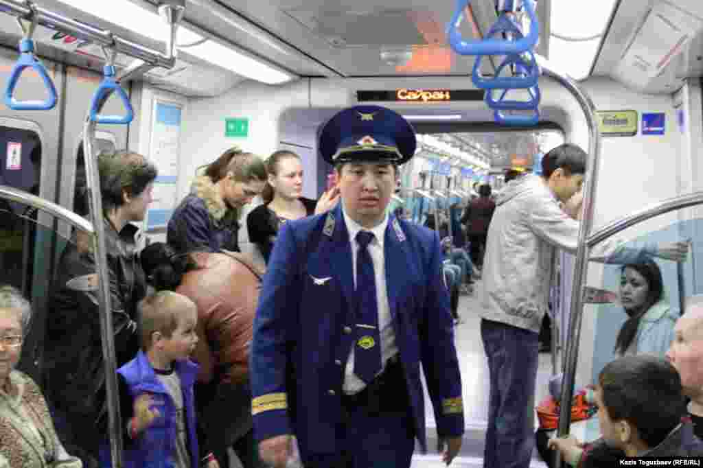 В вагоне метро. Алматы, 18 апреля 2015 года.