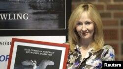 جی کی رولینگ در مراسم دریافت جایزه ادبی هانس کریستین اندرسن