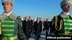 Кыргызстандын президенти Алмазбек Атамбаев, Туркиянын мамлекет башчысы Режеп Тайып Эрдоган жана башкалар. Ашхабад, 12-декабрь, 2015-жыл