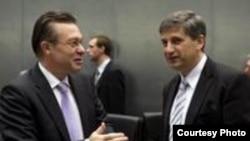 Ministrul de externe român Cristian Diaconescu și Michael Spindelegger, ministrul austriac al integrării europene la ședința Consiliului UE