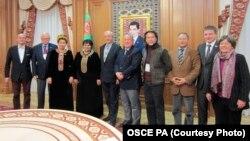Türkmen parlamentiniň agzalary ÝHHG-nyň PA-syny Aşgabada gelen delegasiýasy bilen.