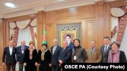 ÝHHG PA-nyň Türkmenistana sapar eden delegasiýasy we Türkmenistanyň Parlamentiniň başlygy Akja Nurberdiýewa (çepden dördünji). 14-nji dekabr, 2013 ý.