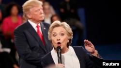 Hillary Clinton i Donald Trump na prošloj debati u Sent Luisu 9. oktobra 2016.
