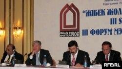 Форум мэров стран Шелкового пути на этот раз проходит в Алматы.