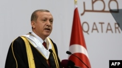 Qatar -- Turkish President Recep Tayyip Erdogan addresses an audience at the Qatar University during a ceremony to award him an honorary doctorate in Doha, December 2, 2015