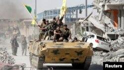 """Раккада жүрген """"Сирия демократиялық күштерінің"""" жасақтары. 17 қазан 2017 жыл."""