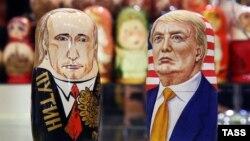 Матрешки с изображением Владимир Путина и Дональда Трампа в московском магазине