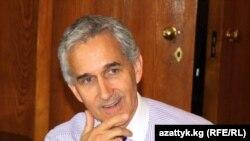 Азат Еуропа/Азаттық Радиосы корпорациясының басшысы Джэффри Гедмин. Бішкек, 6 қыркүйек 2010 жыл
