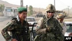 عملیات طالبان تردد نيروهای نظامی بين المللی، امدادگران خارجی و محلی و غيرنظاميان را در اين مناطق دشوار کرده است.(عکس: AFP)