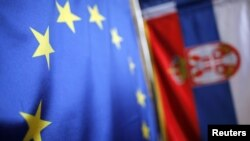 Zastave Srbije i EU - ilustracija