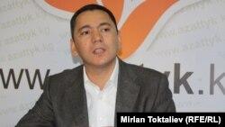 """Кыргызстандын жаңы өкмөт башчысы Өмүрбек Бабанов """"Азаттыктын"""" интернет-эрөөлүндө. 13-октябрь, 2011-ж."""