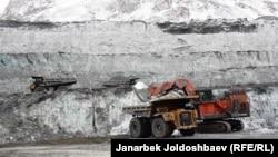 Перемещение ледника на Кумторе. Февраль 2013 года.