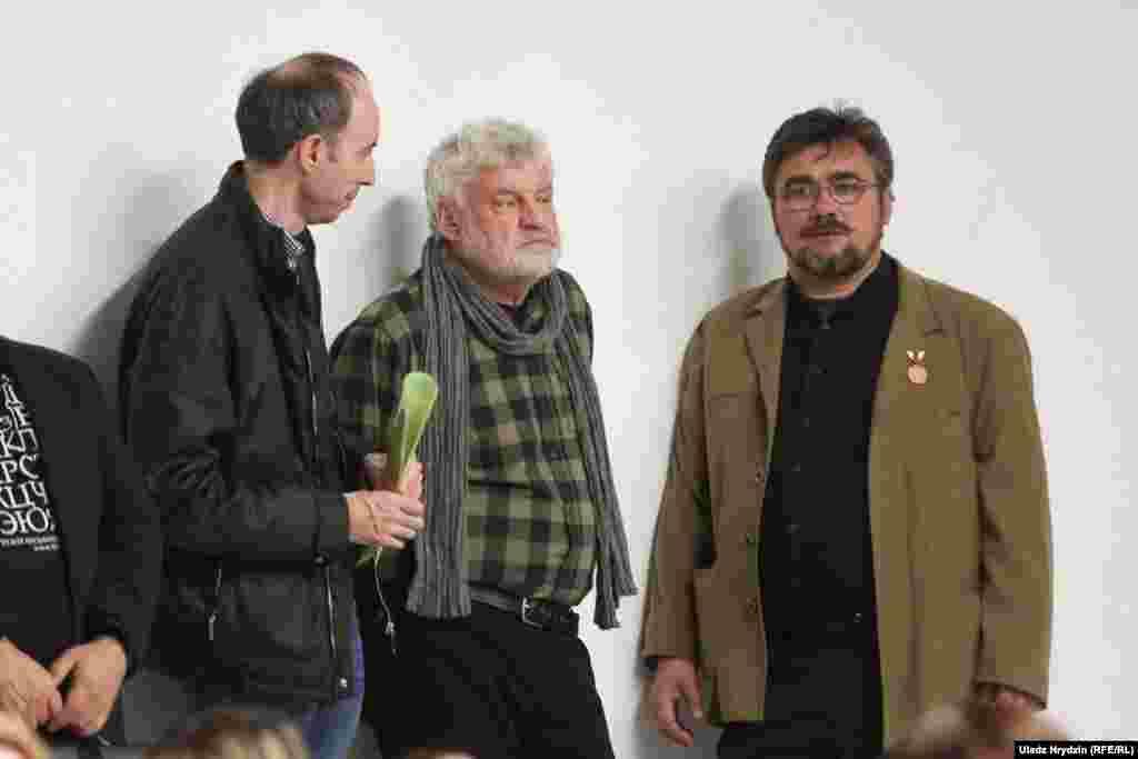 Уладзімер Арлоў (у цэнтры) і Зьміцер Бартосік