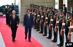 Почетный караул встречает Владимира Путина в резиденции Синдзо Абэ. Токио, 16 декабря