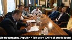 Ukrainian President Volodymyr Zelenskiy (center) and oligarch Ihor Kolomoyskiy (2nd right) meet at the presidential office in Kyiv on September 10.