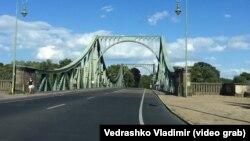 Мост, ведущий из Берлина в федеральную землю Бранденбург. Иллюстративное фото.