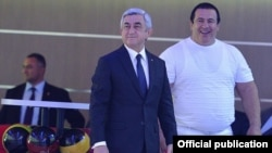 Armenia - President Serzh Sarkisian (L) and businessman Gagik Tsarukian inaugurate an entertainment center in Yerevan, 1Jun2015.