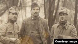 Militari români prizonieri în Germania. (Foto: Expoziția Marele Război, 1914-1918, Muzeul Național de Istorie a României, http://www.marelerazboi.ro/razboi-catalog-obiecte/item/militari-romani-in-lagarul-de-la-stralsund)