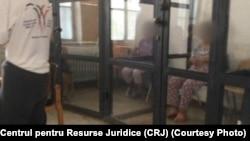 """Oameni ținuți în """"cuști""""la Centrul de recuperare a persoanelor cu handicap din Sighetul Marmației"""