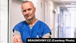 Profesori i anesteziologjisë, Vladimir Cerny.
