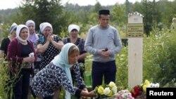Казан - цвеке на гробовите на загинатите патници
