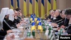"""На заседании круглого стола """"Объединим Украину"""""""