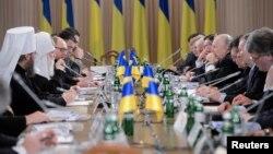 روز جمعه دولت و مخالفان برای گفتوگو، در کیف گرد هم آمدند