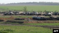 Тренировочный военный лагерь в Ростовской области России, на границе с Украиной. 23 мая 2015 года.
