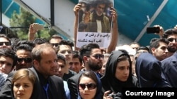 حضور هواداران مرد تنهای شب در شهرک غرب تهران