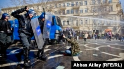 Police in Baku using western-made water cannon to break up protest, 10Mar2013