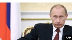 Российский премьер выслушал рекомендации политиков по борьбе с кризисом