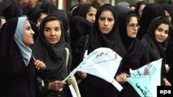 زنان نقش مهمی در پيروزی محمد خاتمی ايفا کردند(عکس epa)