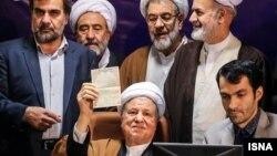 حضور اکبر هاشمی رفسنجانی در وزارت کشور برای ثبتنام در انتخابات مجلس خبرگان