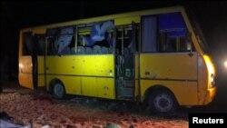 Обстріляний пасажирський автобус під Волновахою. 13 січня 2015 року