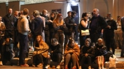 Возле тюрьмы на улице Окрестина