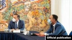 Актуелниот министер за внатрешни работи Оливер Спасовски и поранешниот технички министер за внатрешни работи Наќе Чулев на Седница на Советот за безбедност, 15.05.2020