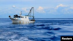 Pamje e një anijeje të peshkatarëve