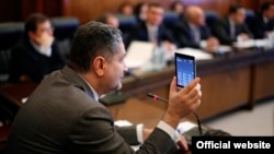 Armenia - Prime Minister Tigran Sarkisian demonstrates a first-ever Armenian-designed smartphone, Yerevan,6Dec2013.