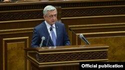 Armenian President Serzh Sarkisian addresses parliament, Yerevan, May 18, 2017