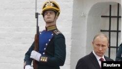 Prezidentlik wezipesine 7-nji maýda girişen Putin şu aýyň başynda Waşingtonda geçirilen senagat taýdan ösen sekiz döwletiň sammitine barmandy.